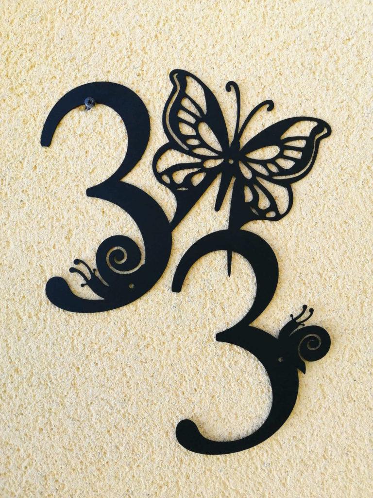 plaque de maison papillon et escargots